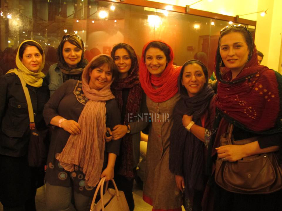 عکس های پگاه اهنگرانی شبنم مقدمی سایر بازیگران در نمایشی به نفع زلزله زدگان بوشهر
