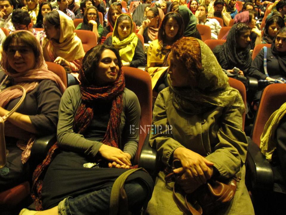 عکس های پگاه اهنگرانی در نمایشی به نفع زلزله زدگان بوشهر