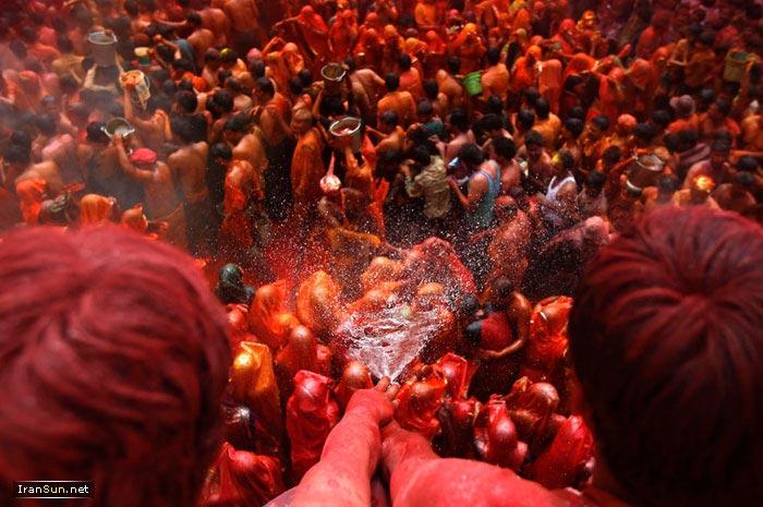 روایت مصور: تصاویری از رنگی ترین مراسم دنیا در هند