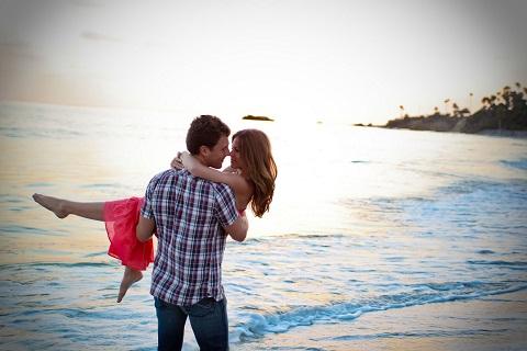 ازدلم پرسيدم عشق راخلاصه كن،  گفت: آغازكسى باش كه پايان توباشد.