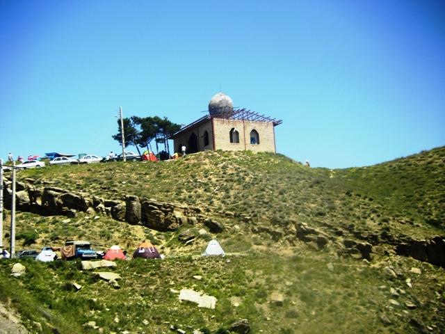 آرامگاه در حال مرمت عالم بابا