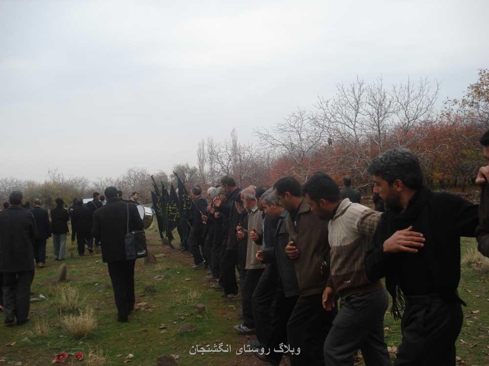 دسته شاه حسین گویان روستای انگشتجان در روز عاشورا