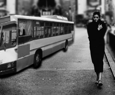 دختر و اتوبوس..