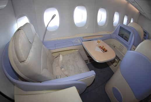 first-class seat plane - قمست درجه یک هواپیما