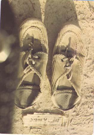 یک جفت کفش که هفت شهید آن را پوشیدند