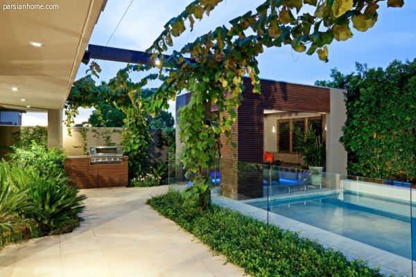 خانه ای با باغ های زیبا