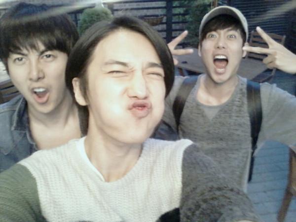 772897320 kim kyu jong & kim hyung jun twitter site update