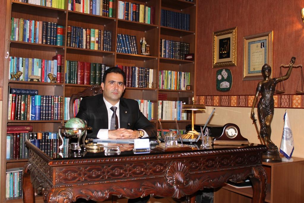 محمدرضا قندهاری در دفتر وکالت