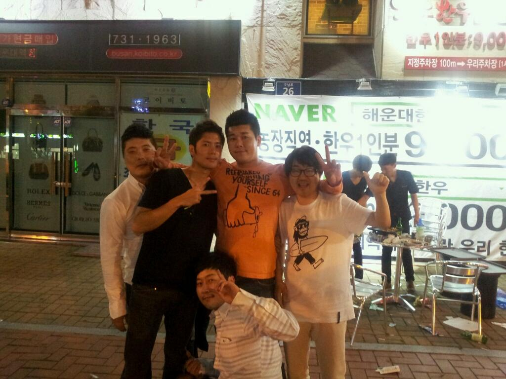 BNcu8HMCMAERwzL [Photo] Kim Kyu Jong and with his friends on the Restaurants in Busan [13.06.23]