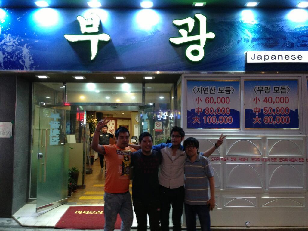 BNbFlAZCEAAr nh Photo of Kim Kyu Jong in Busan with friends 06.23.13