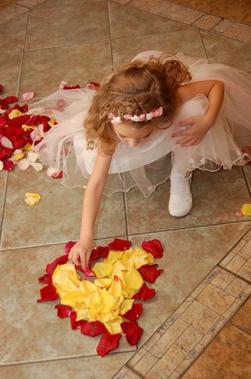 عکس عاشقانه دختر بچه و قلب