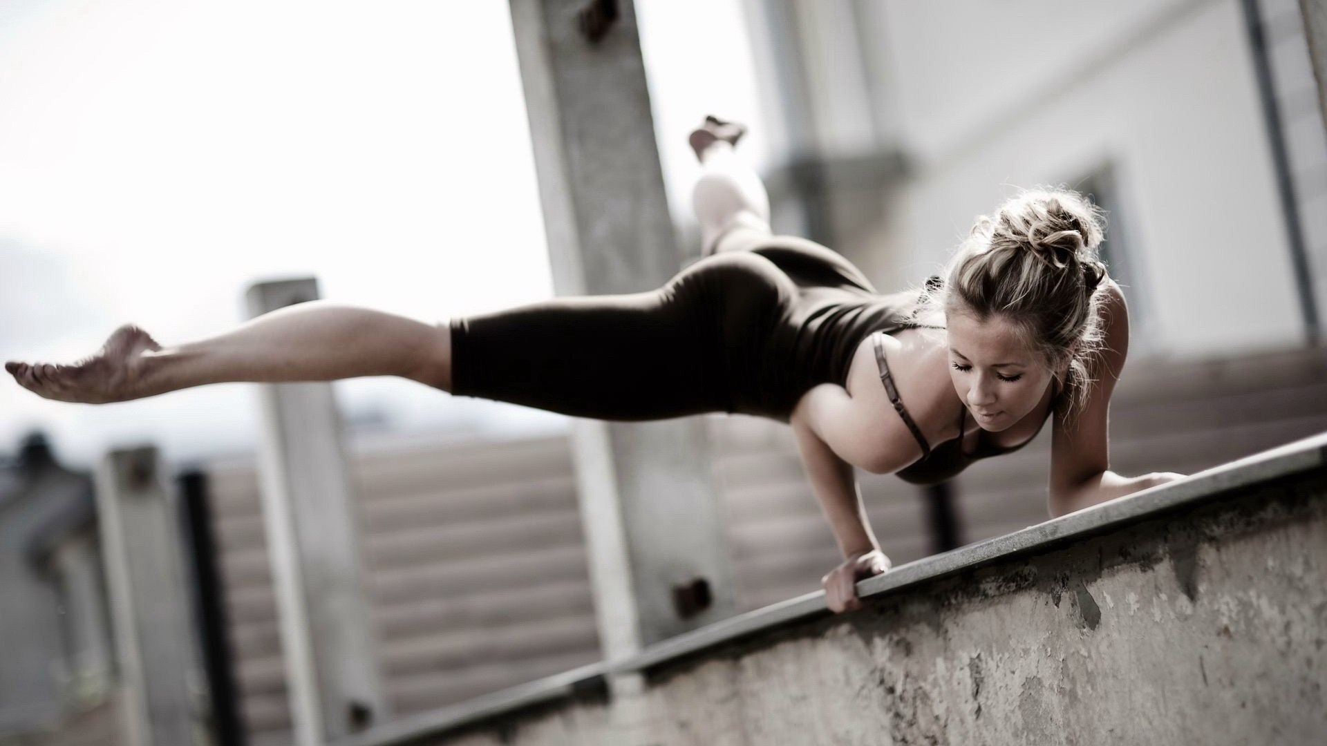 http://s4.picofile.com/file/7891005478/incredible_strength_parkour_girl_on_a_high_building_in_1920x1080_36_hd.jpg