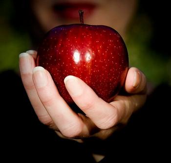 بعد از آن سیب من آدم شدهام می دانی !؟  باخیالات تو همدم شده ام می دانی ؟!