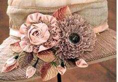 کلاه با گل های روبانی