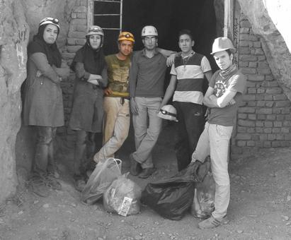 علی محسن آبادی عضو هیات کوهنوردی نیشابور در بین دوستان
