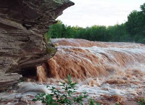 آب با خود همه دهکده را خواهد برد  اگر این رود زمانی بشود طغیانی ...