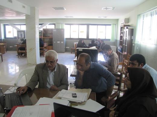جناب آقای آموزنده در حال توضیح برنامه ابتکاری شان در گروه آموزشی استان