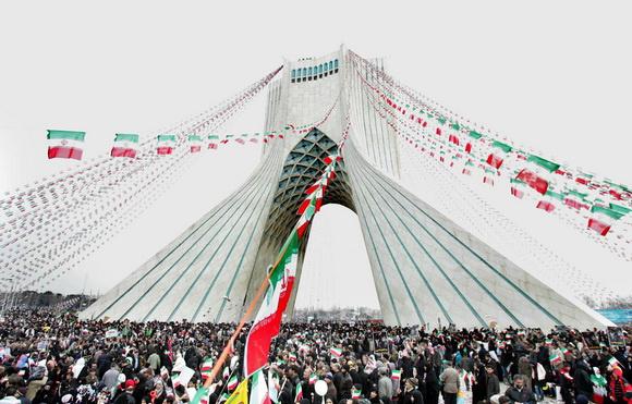 عکس و پوستر از ایام بهمن ماه 1357 و پیروزی خون بر شمشیر