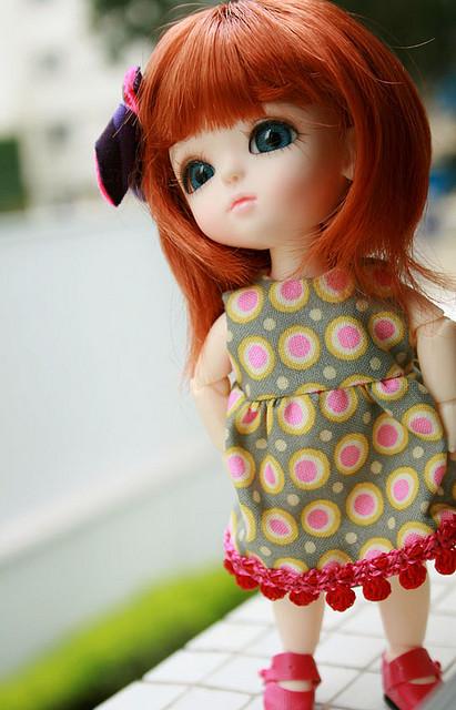 http://s4.picofile.com/file/8169360018/Doll_pics.jpg