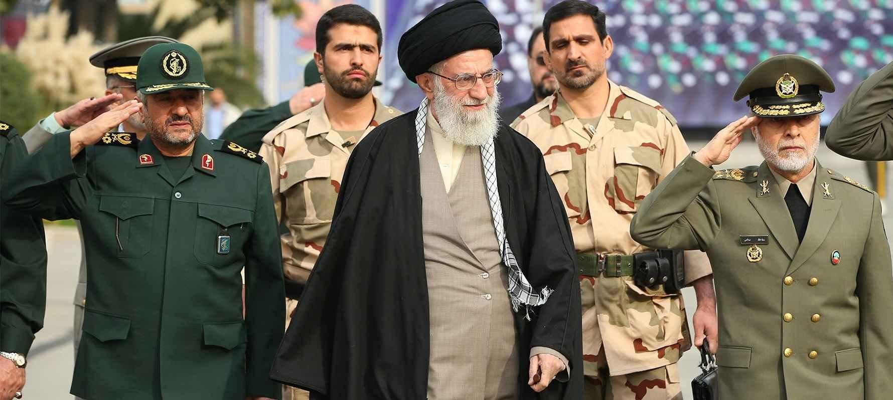 http://s4.picofile.com/file/8172444242/imam_khamenehee.jpg