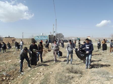 پاکسازی ورودی های شهر با مشارکت دانش آموزان