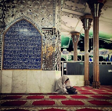 نشسته در مسجد