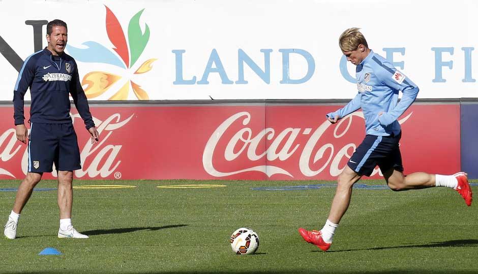 http://s4.picofile.com/file/8181720950/Fernando_Torres_training_pics_before_match_against_Malaga_By_F9tfans_blogsky_com.jpg