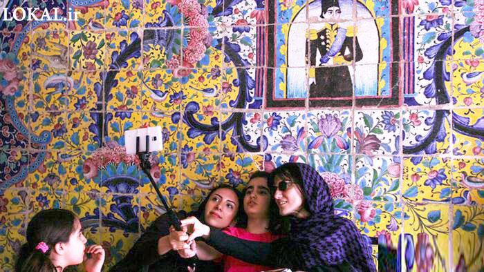 تصویر سلفی دختران در کاخ گلستان !!!