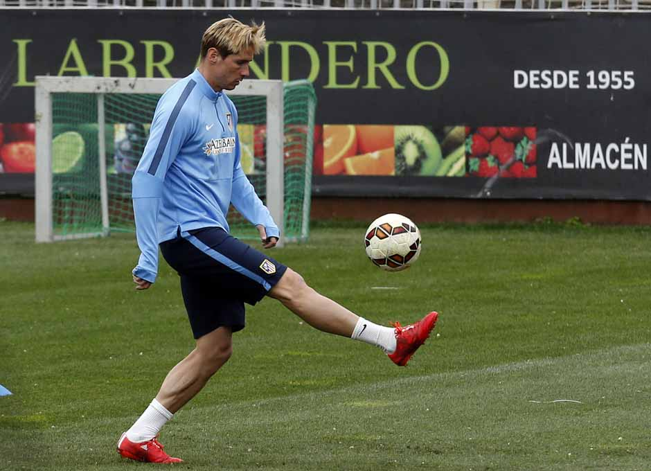 http://s4.picofile.com/file/8183117042/Fernando_Torres_Trainigs_before_Match_Against_Lakronia_2_.jpg