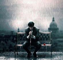 عکس مرد تنها زیر باران