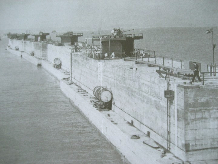 http://s4.picofile.com/file/8288994600/Mulberry_Harbour_Phoenix_Caisson_in_position1.jpg