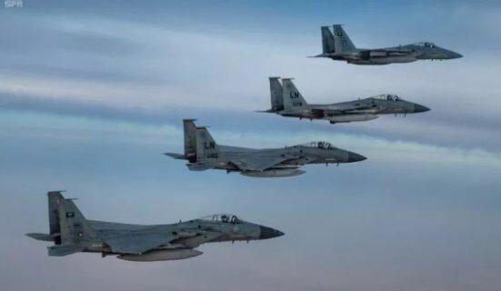 پرواز مشترک جنگندههای عربستانی و آمریکایی بر فراز منطقه خلیج فارس