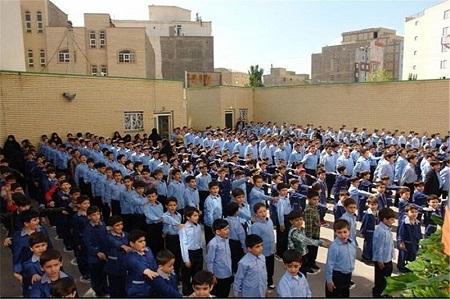 نظارت ماموران تنظیم بازار آستارا بر دوخت و عرضه لباس مدارس