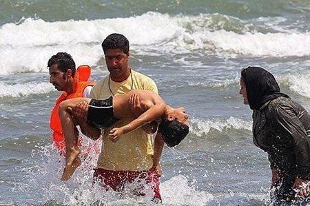 نجات سه گردشگر از غرق شدن در ساحل آستارا