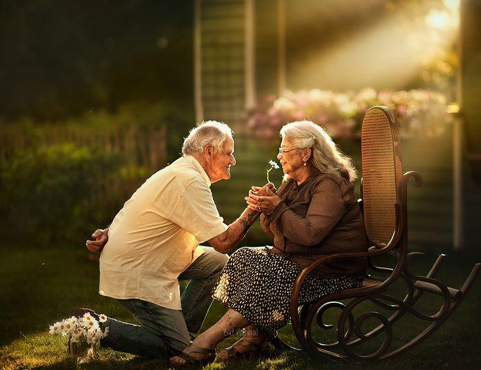 عکاس عکس جادویی از زوج های سالخورده می گیرد
