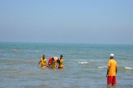 نجات هشت نفر از غرق شدن در ساحل آستارا