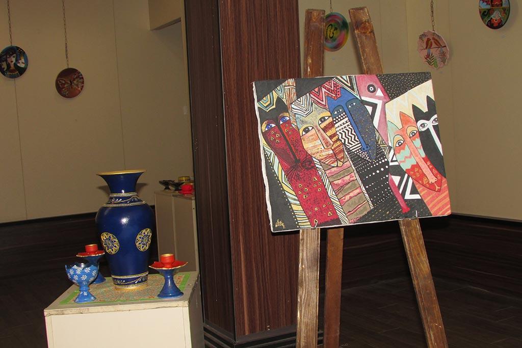 برپایی نمایشگاه نقاشی روی سفال در لاهیجان