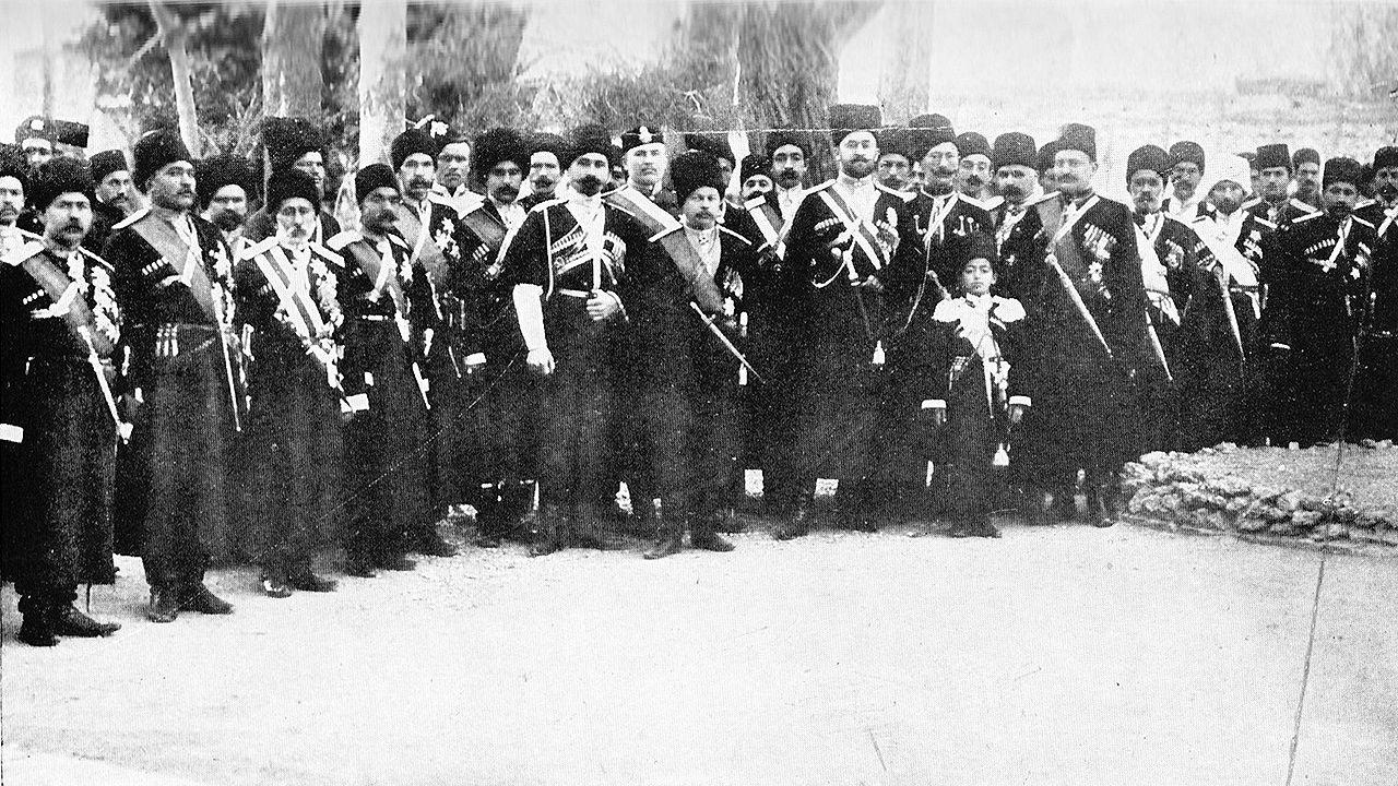 تیپ قزاق ایرانی (تصویر 1909) ، سربازانی که منجر به بمباران مجلس 1908 در مجلس می شوند .